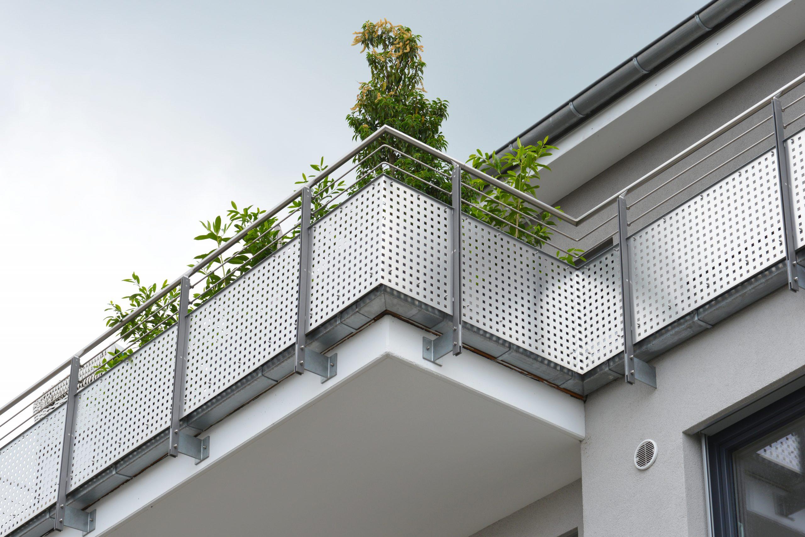 Balkonverkleidung Aus Lochblech Zeitloser Sichtschutz Mit Dem